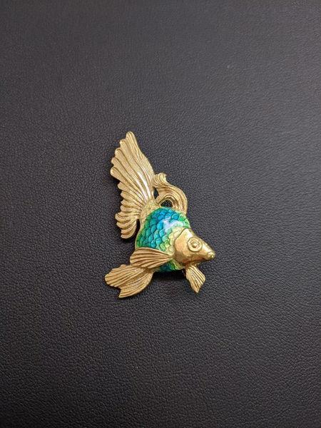 18k Gold Fish Brooch