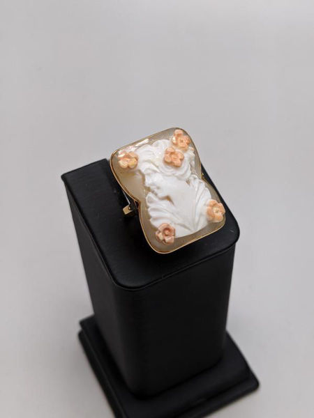 Picture of White Cameo Ring
