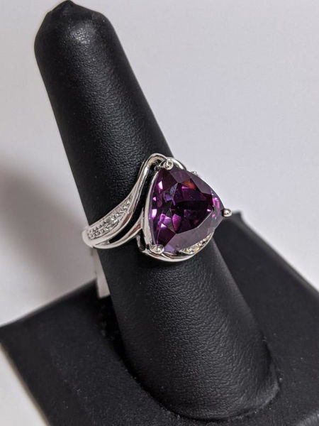 Picture of Color Changing Sapphire Ring