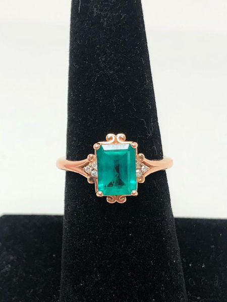 Picture of Emerald and Rose Gold Ring
