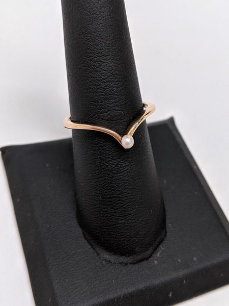 Picture of Pearl and Rose Gold V Band